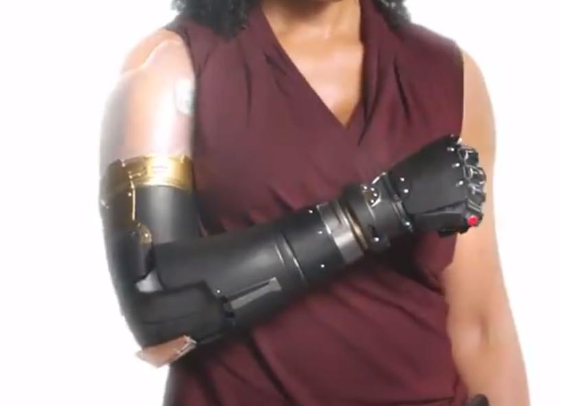 Prothese de bras de Misty Knight