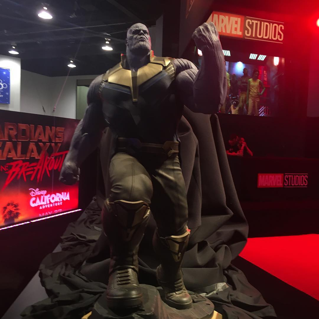 Thanos statue d23 stand
